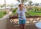 Фото туриста. на балконе номера