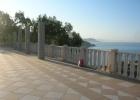 Фото туриста. крыша-терраса нашего корпуса. Его не видно с берега за эвкалиптами