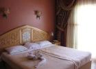 Фото туриста. Номер Superior - две кровати объединены, открытый балкон с выходом к бассейну