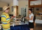 Фото туриста. Марина с новой порцией яичницы