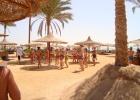 Фото туриста. танец живота на пляже