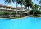 Фото туриста. Большой бассейн и здание отеля Blue Water