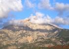 Фото туриста. Вид из окна на самую высокую гору Турции, обезображенную архитектором проекта подвесной дорого
