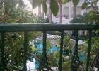 Фото туриста. сидя на балконе