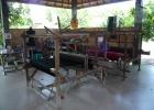 Фото туриста. на фабрике батика