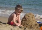 Фото туриста. Мишутка целыми днями копался в песке