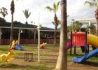 Фото туриста. Детская площадка возле детского клуба-детск.клуб на заднем плане