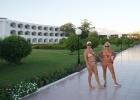 Фото туриста. около отеля