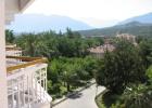Фото туриста. Вид с балкона на горы.