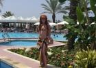Фото туриста. возле бассейна