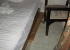Фото туриста. Кровать - вместо ножки пачка дсок