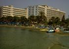 Фото туриста. Вид на отель с волнореза