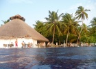 Фото туриста. Вид с бассейна на ресторан