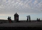 Фото туриста. Туристы на крепостном валу