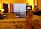 Фото туриста. Вид моря с кровати