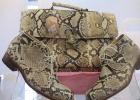 Фото туриста. Джентельменский набор из кожи змеи.