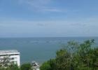 Фото туриста. Вид на отель со смотровой площадки горы Саммук. В море - устричные плантации