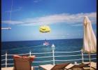 Фото туриста. вид на море с пирса