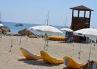 Фото туриста. лежаки- водные матрасы на пляже коннос бей