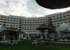 Фото туриста. Вид на отель от открытого бассейна.