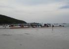 Фото туриста. Пляж на Ко Лане. Буйки на песке