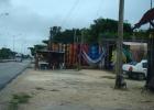 Фото туриста. Торговые лавки вдоль дороги