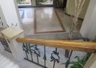 Фото туриста. лестница в холле, ведущая к ресторану