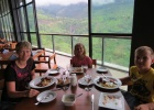 Фото туриста. Обед с видом на водопад Рамбода.