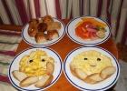 Фото туриста. континентальный завтрак в номер для молодоженов