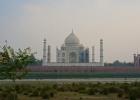 Фото туриста. ТМ и две симметричные постройки по сторонам. Одна из них - мечеть, другая - гостевой дом. С какой стороны что находится? (вопрос тем, кто не читал отзыв) ;)