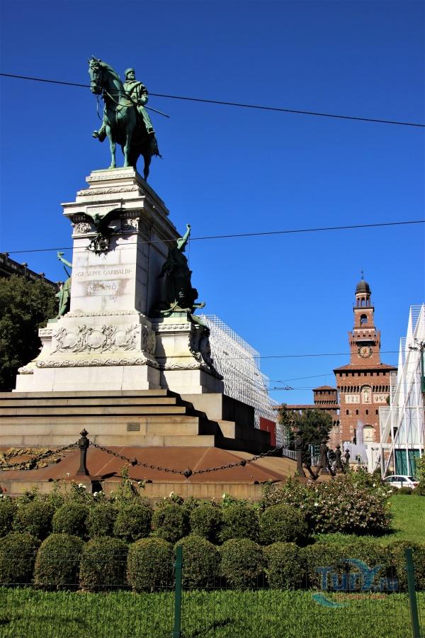 Памятники милана фото