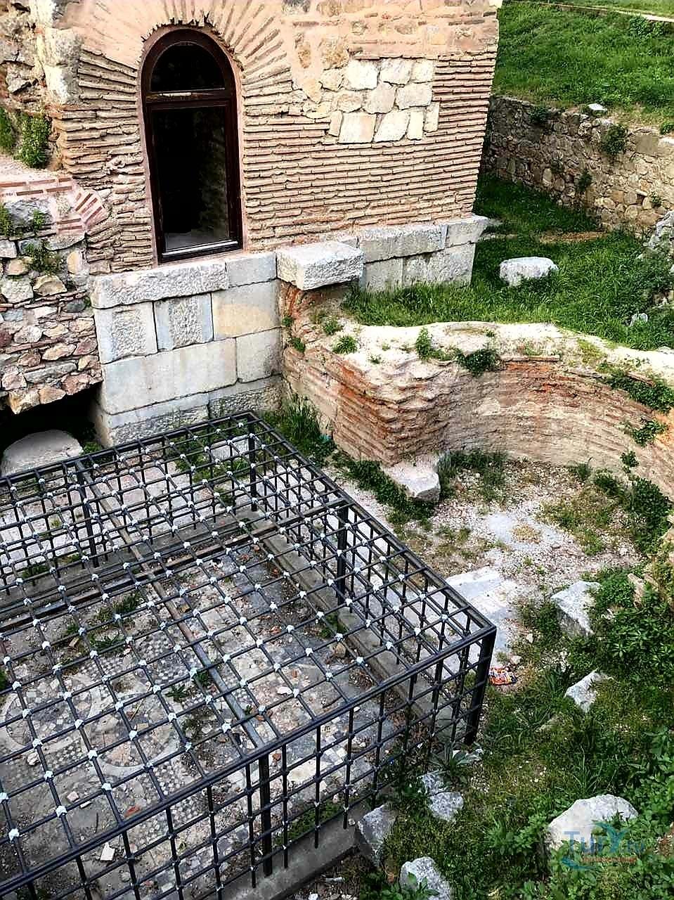Фото «за века храм ушел под землю» из фотогалереи «Никея» Турция , Изник