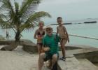 Фото туриста. Дедушка с внуком и внучкой