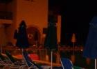 Фото туриста. вечером у бассейна
