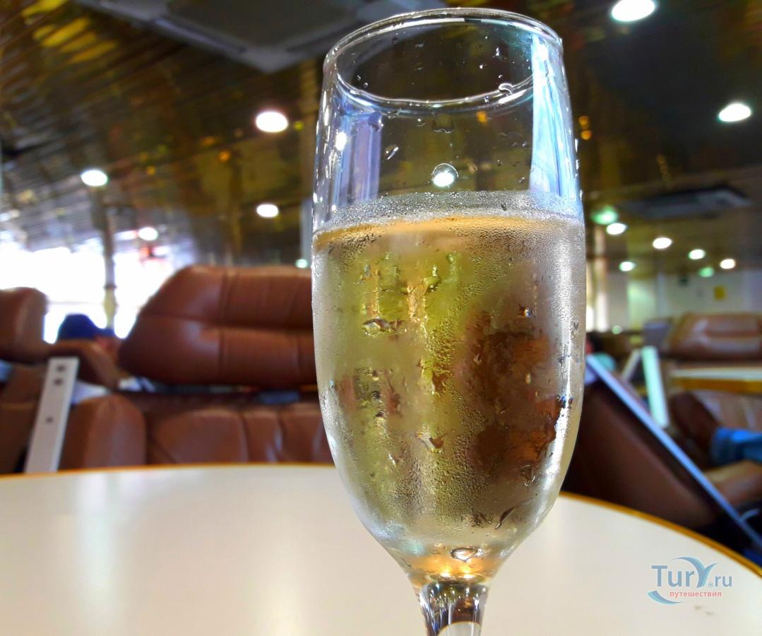 этом фото шампанского с телефона снятое сожалению
