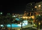 Фото туриста. Вид на ночной отель