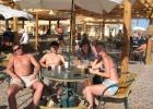 Фото туриста. бар у пляжа