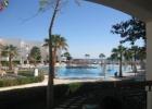 Фото туриста. Вид из номера на большой бассейн с баром
