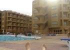 Фото туриста. Я лежу у бассейна