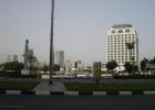 Фото туриста. вид на отель через дорогу