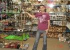 Фото туриста. араб хозяин лавки где брали сувениры.