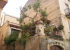Фото туриста. симпатичный садик на балконе в старом Камбрильсе