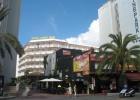 Фото туриста. вид на отель с центральной улицы Ллорет де Мар