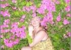 Фото туриста. В шикарных цветущих кустарниках