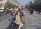 Фото туриста. Уставшая убийца матрешек на улице Праги