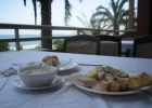 Фото туриста. завтрак на терассе