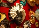 Фото туриста. эта маска теперь весит у нас на кухне)