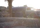 Фото туриста. Машина с какашками на пляже