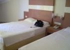 Фото туриста. номер одна большая кровать, вторая маленькая, полуторка
