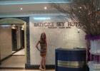 Фото туриста. Вестибюль. Нравится надпись, что это самый высокий отель Тайланда